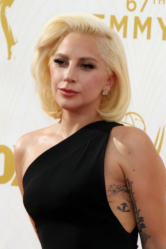 Lejdi Gaga na Emi dodeli nagrada