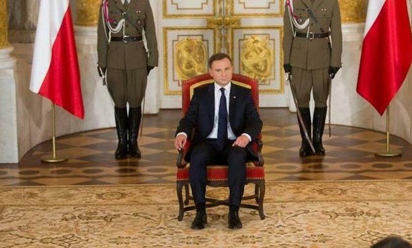 Andrzej Duda zażądał tronu!