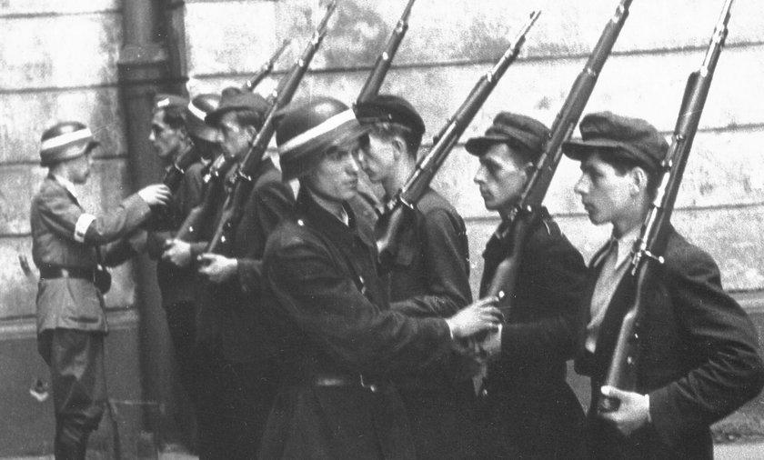 Powstanie Warszawskie rozpoczęło się 1 sierpnia 1944.