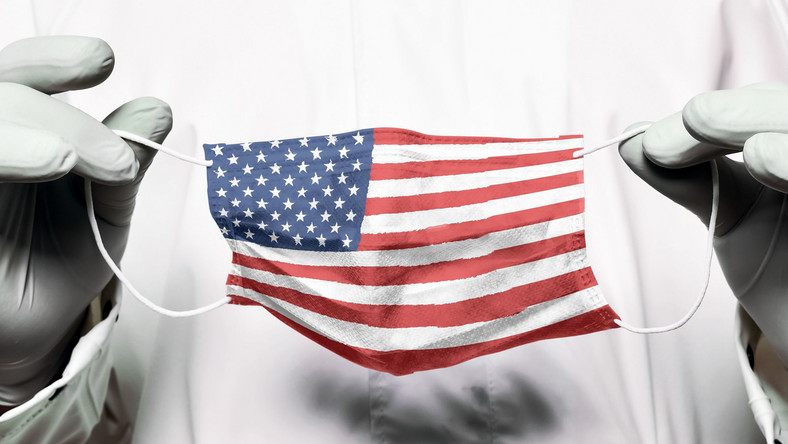 Maseczka z flagą USA, Covid-19 w Stanach Zjednoczonych