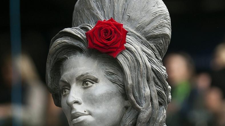 Pomnik Amy Winehouse stanął w jej ulubionej londyńskiej dzielnicy Camden, w której mieszkała przez ostatnie lata życia i gdzie zmarła w 2011 roku