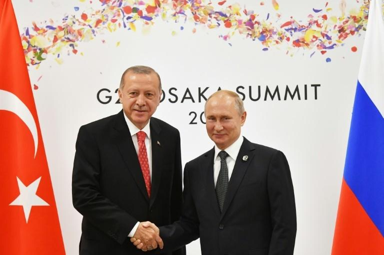 Turkish President Recep Tayyip Erdogan and his Russian counterpart Vladimir Putin, whose two countries have sealed a controversial missile system sale
