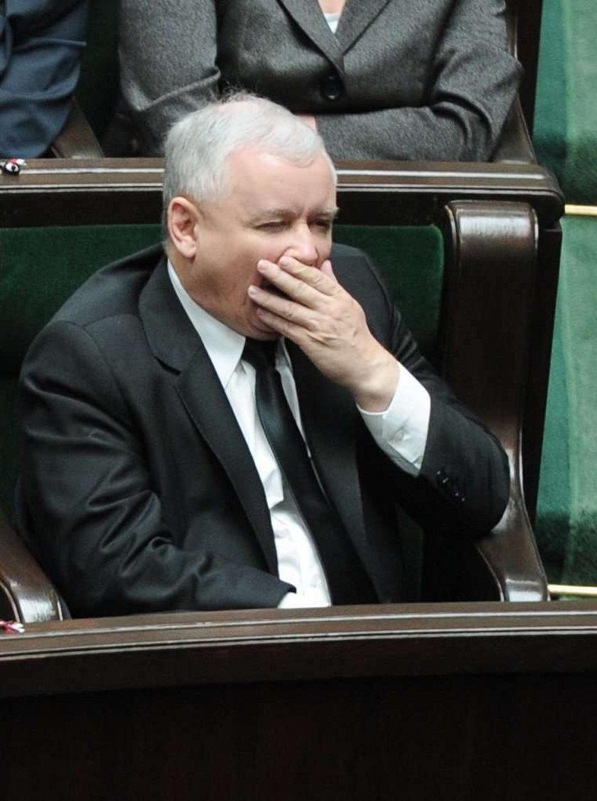 Kaczyński z rozpiętym rozporkiem. Przemawiał, gdy nagle...