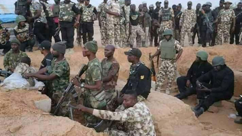 Undated photo of Nigerian soldiers in the trenches in the war against insurgents (Twitter: @OloriBella)