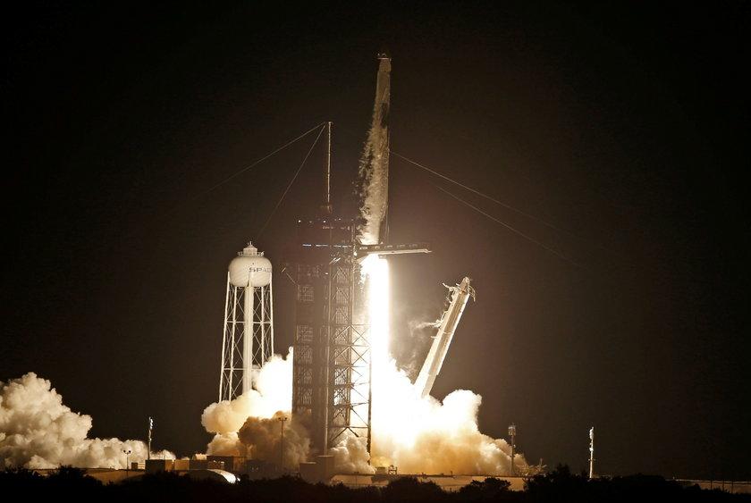 Start rakiety Falocn 9