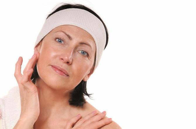 Lagano, kremasto i hranljivo ključne su reči vaše šminke u pedesetim godinama