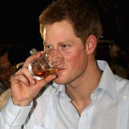 Książę Harry imprezuje w tropikach