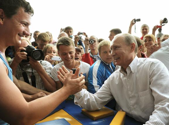 """Pokret mladih pristalica Putina """"Naši"""" je sve prisutniji u ruskoj javnosti"""