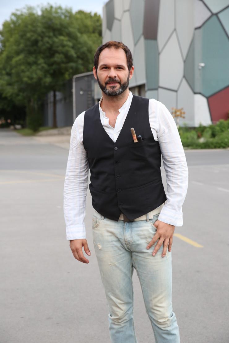 """""""LETEO SAM TRI METRA I PAO NA ZEMLJU"""" Srpski glumac nije hteo da ga zameni kaskader, a evo šta se desilo kad je snimao OPASNU SCENU"""