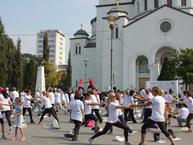 Trista vežbača vežbalo na platou kod Hrama Svetog Save