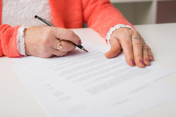 Nie złożenie zeznania na formularzu lub złożenie jego po terminie powoduje nie tylko konsekwencje podatkowe, w tym zapłatę odsetek od zaległości podatkowych