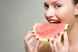 MILION RAZLOGA da jedete lubenicu: Dokazano je da će vas SAČUVATI od ovih bolesti, a evo ko NIKAKO ne sme da je jede!