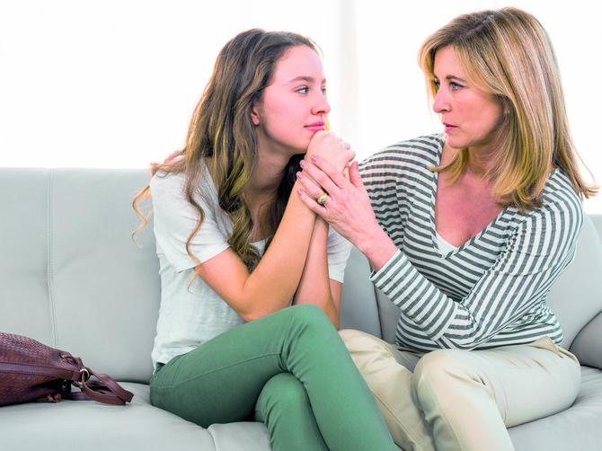 Mame, PAMETNO SAVETUJTE ćerke: Kako da prepoznate da je u vezi sa NASILNIKOM koji je psihički uništava? Pitali smo psihoterapeuta i evo 15 POKAZATELJA!