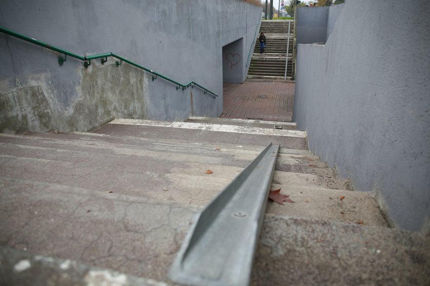 Schody przy przejsciu podziemnym