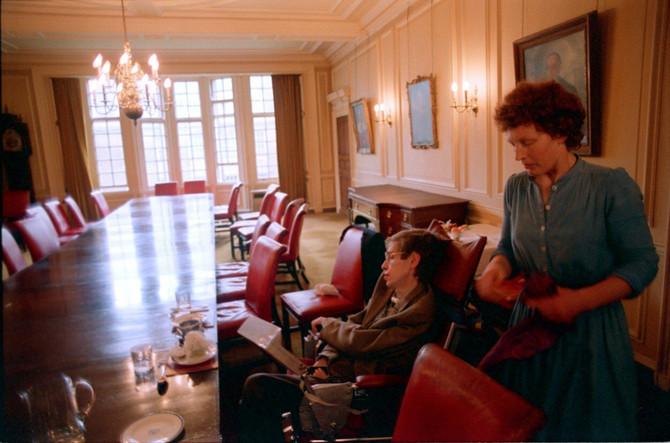 Elejn i Hoking u vreme dok je ona bila njegova negovateljica