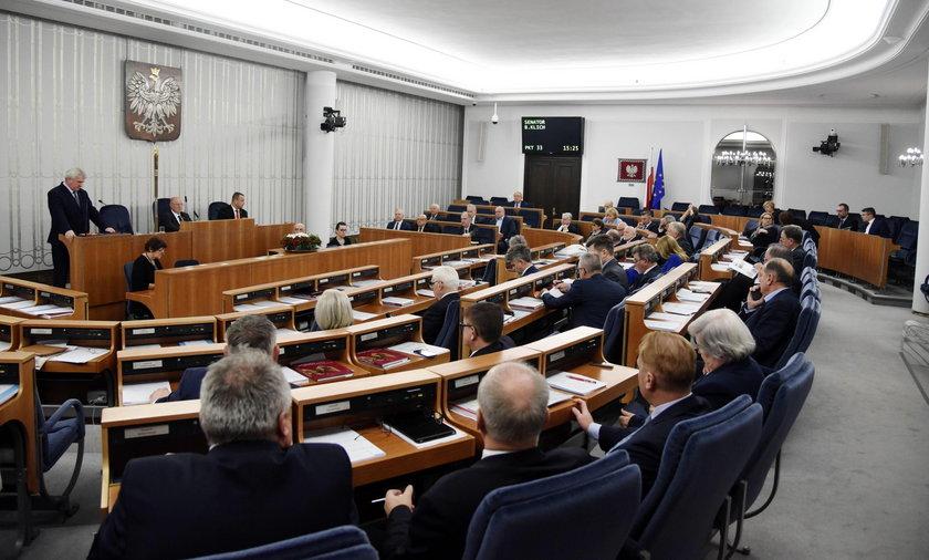 Senat wycofuje się z niekonstytucyjnych zmian