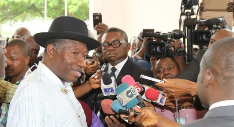 Jonathan faces a battery of reporters as PDP seeks for its soul
