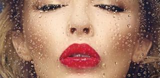 Kylie Minogue 'Kiss Me Once': Całus w stylu disco
