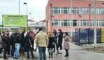 PROTEST ĐAKA I RODITELJA Deca ne idu u školu dok im ne vrate učiteljicu