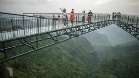 Przerażający szklany most w Chinach