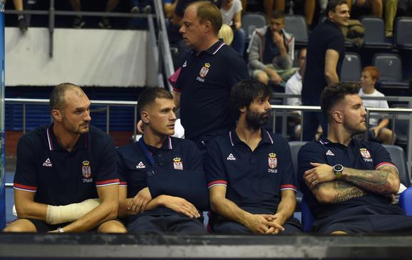 Kvartet van stroja: Simonović, Nedović, Teodosić i Raduljica