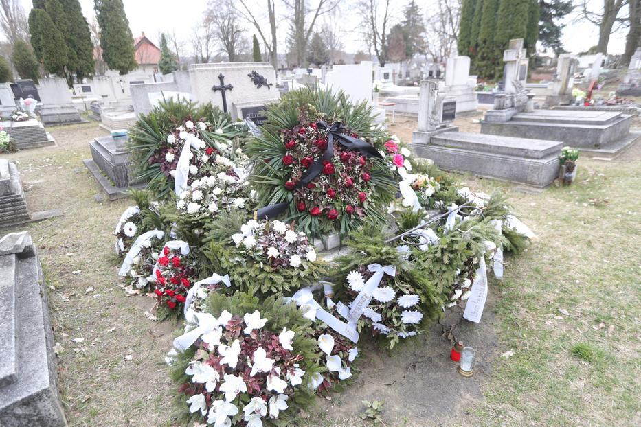 A nagymamát hétfőn kísérték utolsó útjára a lőrinci temetőben, a nagypapa tavaly decemberben halt meg/ Fotó: Varga Imre