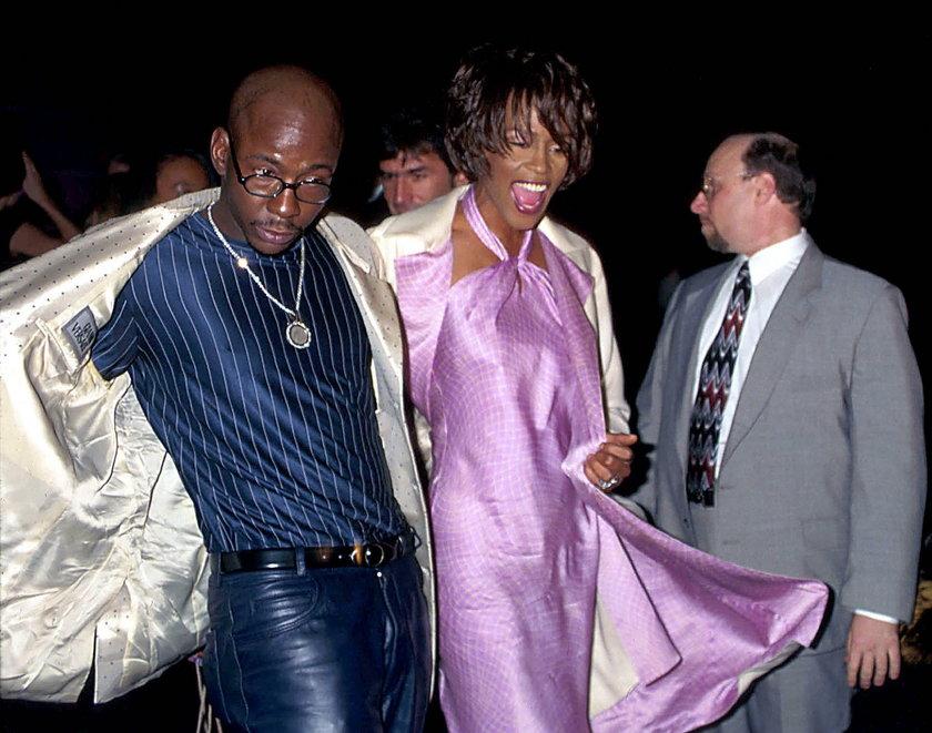 Whitney Houston i Bobby Brown na pokazie Versace w 1998 r.