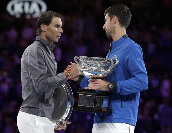 Pozdrav Novaka Đokovića i  Rafaela Nadala nakon zvaršenog finala Australijan opena
