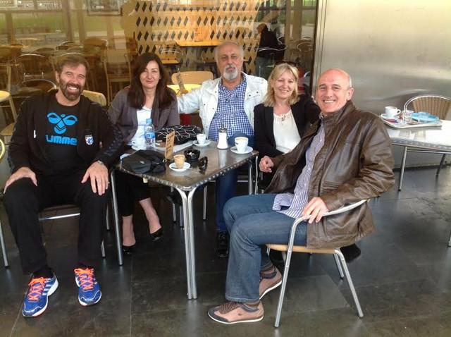 Kod prijatelja u Barseloni: Veselin Vujović, Ljiljana Memić, naš dopisnik Vladimir Stanković, Ljiljana Vujović i Muhamed Memić Mema (sleva)