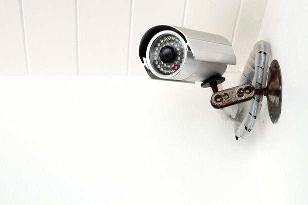 Nie wiadomo, w jaki sposób ustawa rozwiąże problem prywatnych kamer obejmujących tereny publiczne.