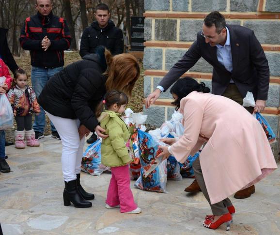 Paketići za decu u Kamenici