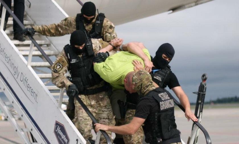 Pijany obywatel Łotwy wszczął awanturę na pokładzie samolotu lecącego z Londynu do Rygi. Maszyna musiała przymusowo lądować w Gdańsku