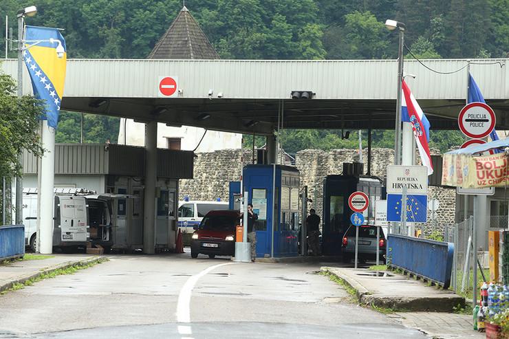 Hrvatska Kostajnica-granični-prelaz-02-foto-S-PASALIC