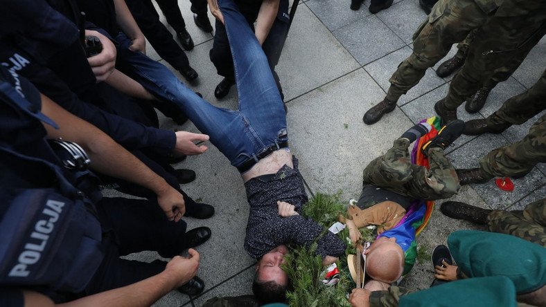 Incydent podczas uroczystości pod pomnikiem Ofiar Tragedii Smoleńskiej