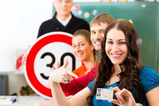 Prawo jazdy: Czy rezygnując z teorii zapłacimy mniej?