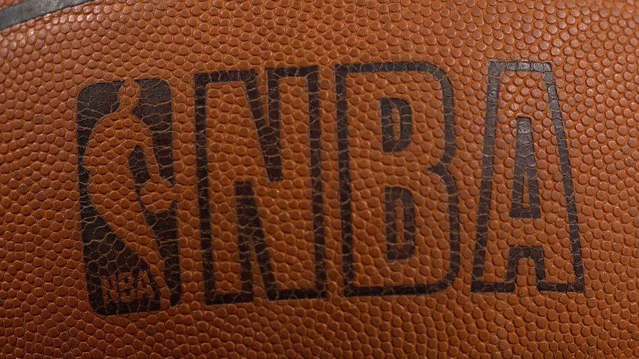 Logo NBA na piłce do koszykówki