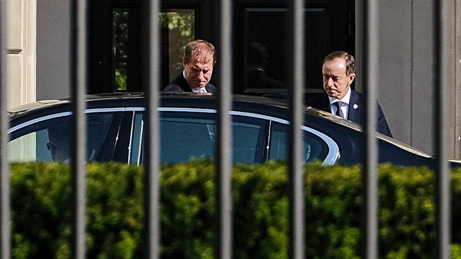Marszałek Senatu Tomasz Grodzk po wyjściu z Pałacu Prezydenckiego