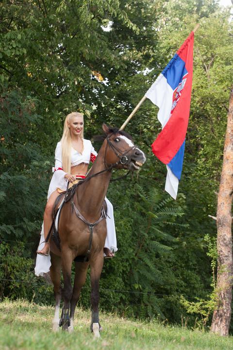 DRAMA: Bojana Ristivojević pala s konja na snimanju emisije!