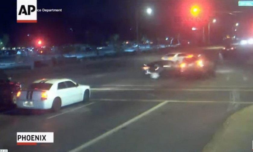 Wypadek na skrzyżowaniu w amerykańskim Phoenix
