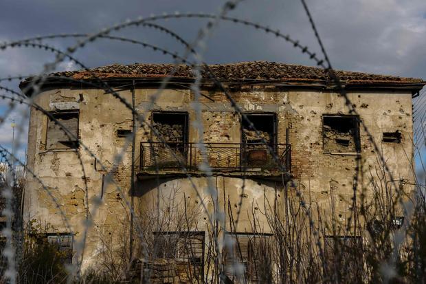 Opuszczony dom wewnatrz lini demarkacyjnej w Nikozji