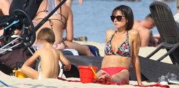 Kaczyńska w bikini cieszy się wrześniowym słońcem