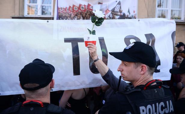 Jak poinformowała w środę stołeczna policja, w marszu udział wzięło 220 osób, a w w kontrmanifestacji - 200.