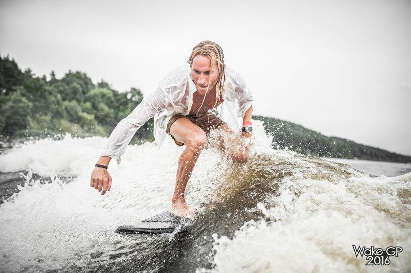 Odważne popisy mistrzów wakesurfu, roztańczone fale na Kanale Giżyckim i symfonia świateł rozjaśniająca sierpniową noc – to wszystko czeka na fanów tego sportu już 5 sierpnia w samym sercu Mazur