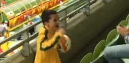 Piękny gest piłkarza. Wypatrzył synka i... WIDEO
