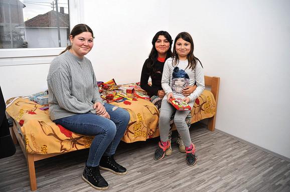 Tri devojčice sada imaju normalno detinjstvo