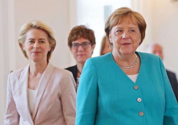 Angela Merkel Ursula Fon der Lajen