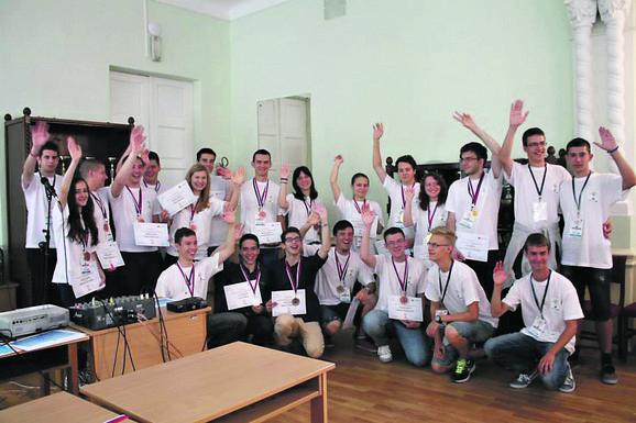 Đacima su u centrima u Novom Sadu i Sremskim Karlovcima predavanja držali profesori Novosadskog univerziteta, a učenici su išli na takmičenja i osvajali nagrade