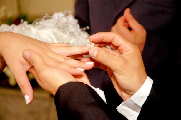 Śluby zawarte wobec nieprawidłowo powołanych kierowników urzędów stanu cywilnego zostaną z mocą wsteczną ustawowo zalegalizowane.