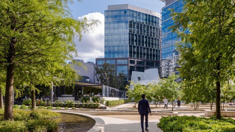 Wronia 31 biurowiec Ghelamco w Warszawie na placu Europejskim