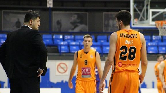 Trener Vladimir Đoković sa igračima Dinamika